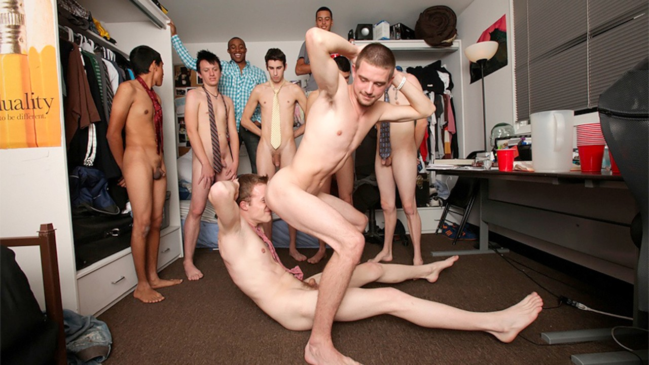 naked-college-twink