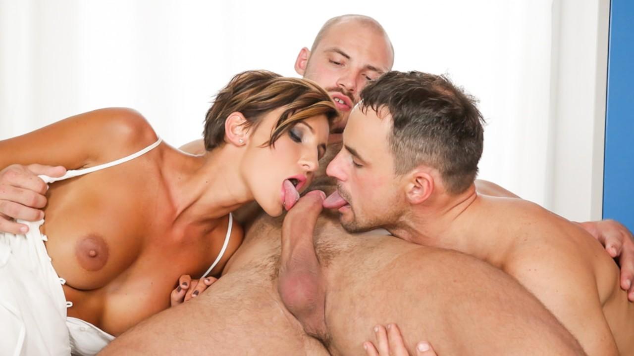 Порно сосут вдвоем с мужем