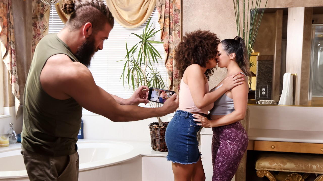 Jog By Threesome Pick Up, Sofi Ryan, Nina Diaz, Xander Corvus, Brazzers,