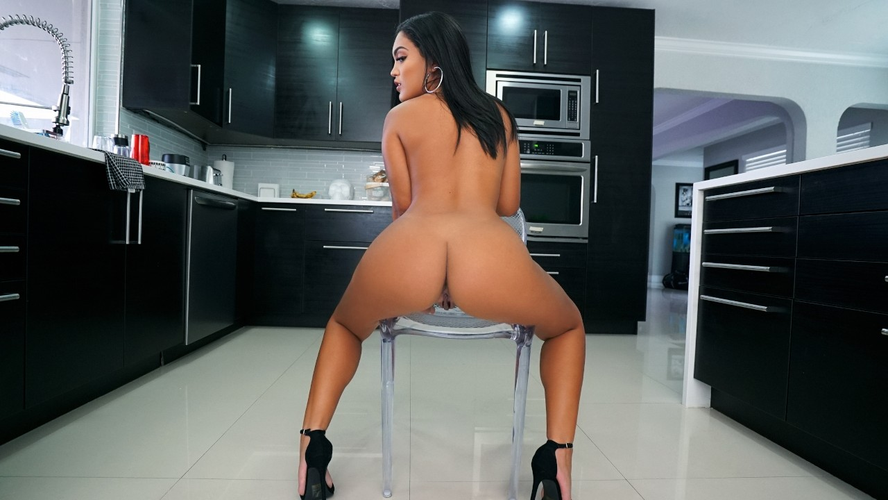 Latina Real Estate Agent Pov