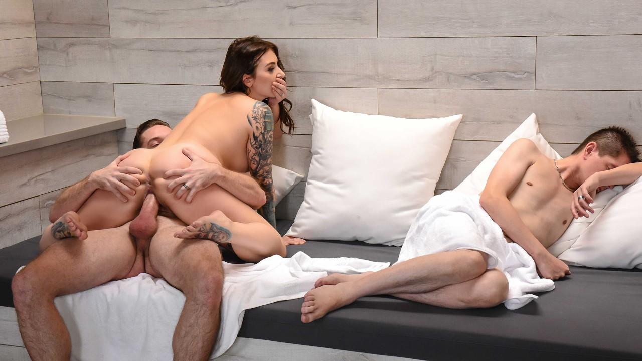 Зрелые женщины порно при спящем муже