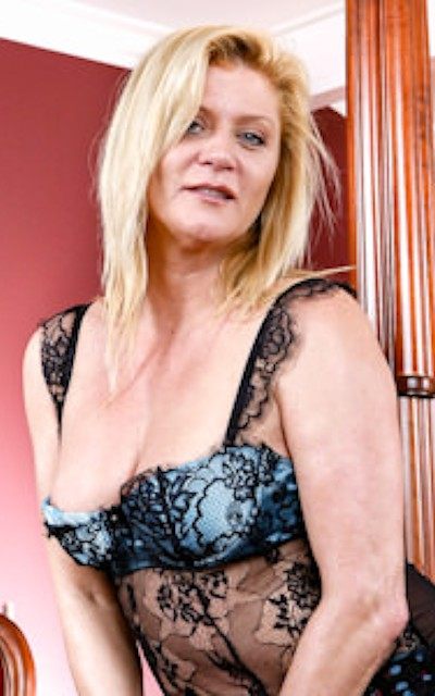 Watch Ginger Lynn Official Profile on RealityJunkies