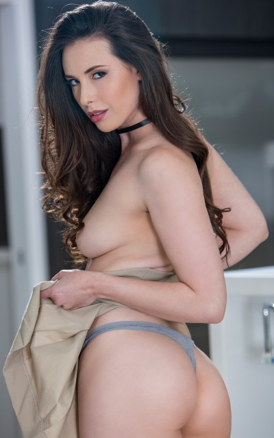 Casey Calvert on I Know That Girl