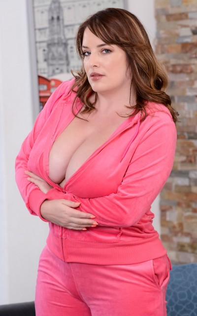 Maggie Green porn scenes at bignaturals.com
