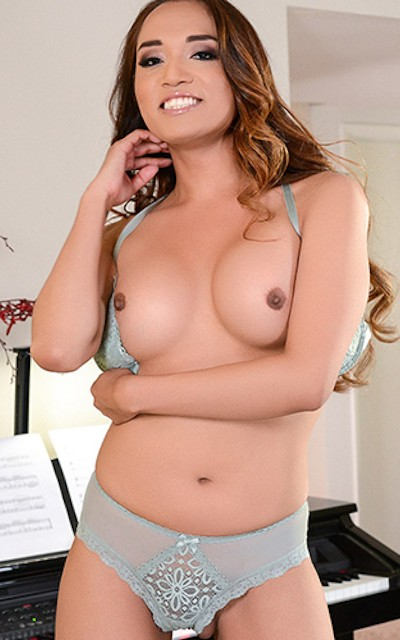 Watch Jessica Fox scenes at TransAngels