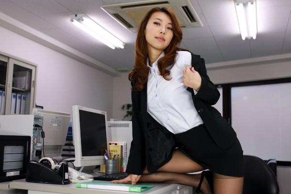 Mai the Office Slut