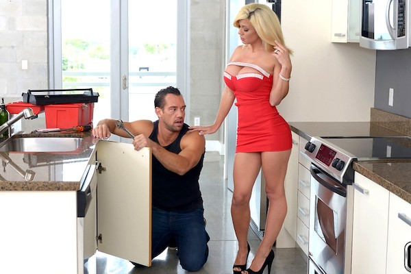 Play House with Johnny Castle, Parker Swayze at milfhunter.com