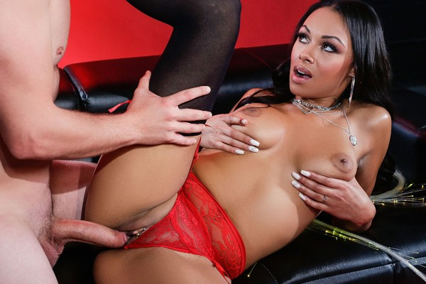 Sexual Glow with Van Wylde, Bethany Benz at roundandbrown.com