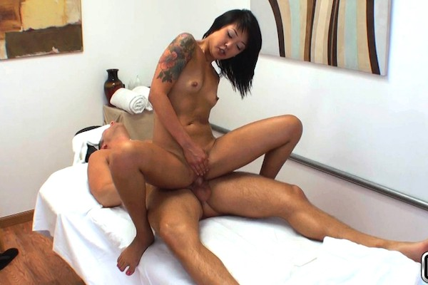Satisfied Customer with Codey Steele, Saya Song at happytugs.com