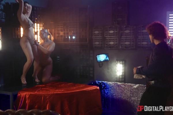 Hand Solo: A DP XXX Parody Scene 1 - Valentina Nappi, Isiah Maxwell