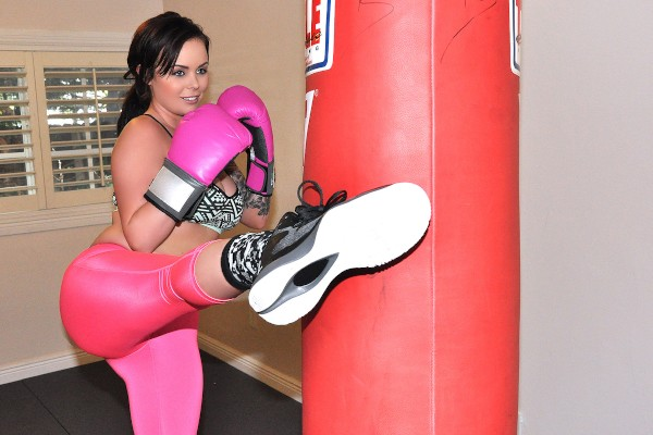 Watch Roxii Blair in Sexy Boxing Chick in Leggings