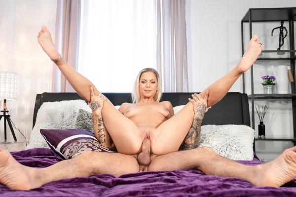 Blonde orgasm hunter is satisfied at SexyHub.com