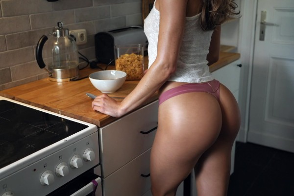 Horny Chick With Perfect Ass Gets Pounded From Behind In Kitchen