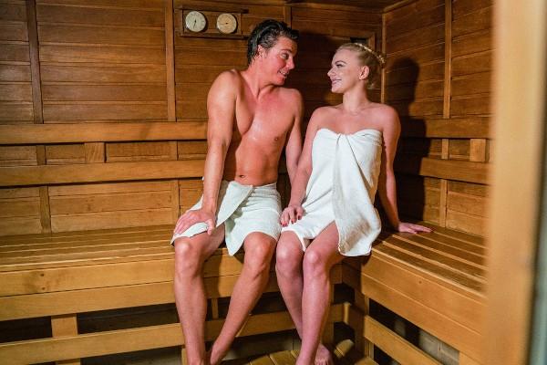 Watch Ricky Rascal, Elizabeth Romanova in Blonde minx in sexy sauna seduction
