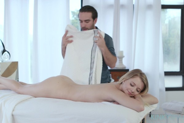 Riley Star gets an extra kinky massage