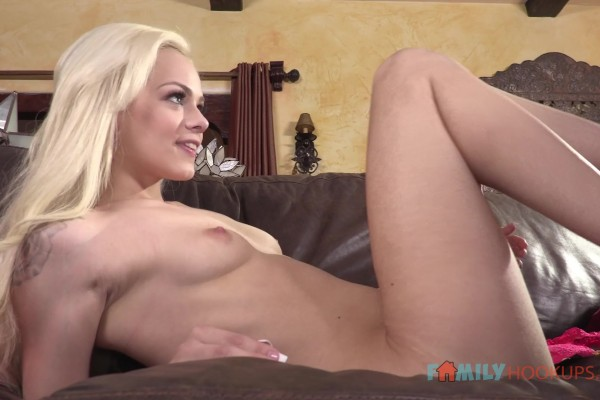Cute little blonde Elsa Jean gets bored and fucks her stepbrother - Elsa Jean - MetroHD