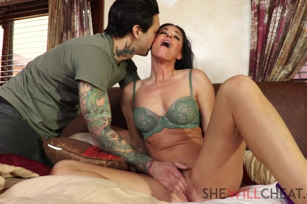 Cuckold Family Affairs with India Summer at bignaturals.com