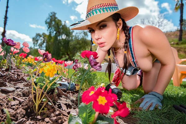 Gardening Hoe Jessy Jones Porn Video - Reality Kings