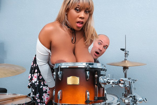 Bongo Boobs with Sean Lawless, Ms.Yummyxxx at bignaturals.com