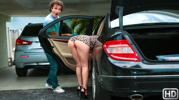 New Milf In Town with Robby Echo, Alissa Avni at milfhunter.com