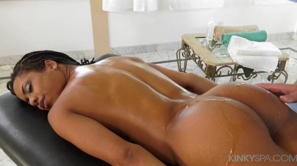 Kira Noir tips her hot masseuse