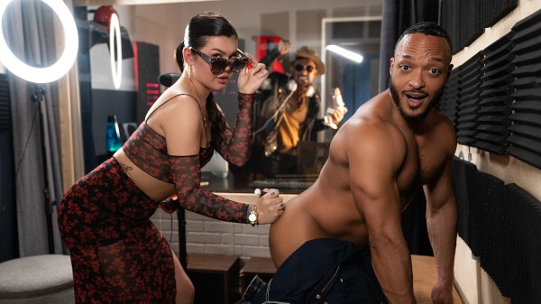 Watch Blowing Her While She Blows featuring Dillon Diaz, Daisy Taylor Transgender Porn