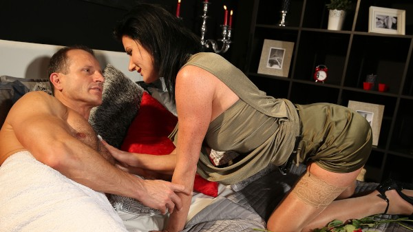 Valentine's treat for mysterious MILF at SexyHub.com