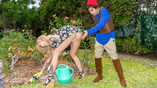Lil Lawn Gnome Elite XXX Porn 100% Sex Video on Elitexxx.com starring Ricky Spanish, Joslyn James