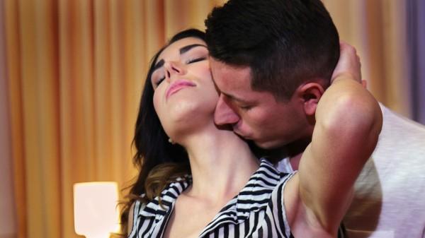 Innocent brunette's intense orgasm at SexyHub.com