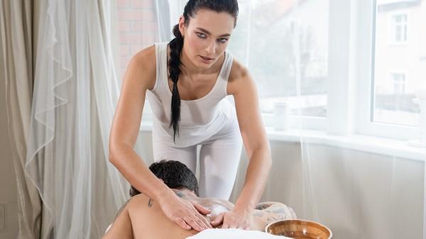 Slender babe gives sensual massage at SexyHub.com