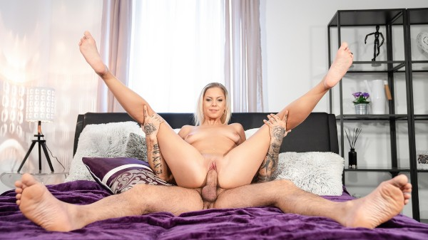 Blonde orgasm hunter is satisfied at SexyHub.com