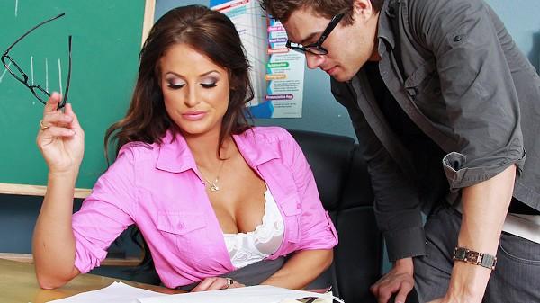 Getting Head in Sex Ed - Brazzers Porn Scene