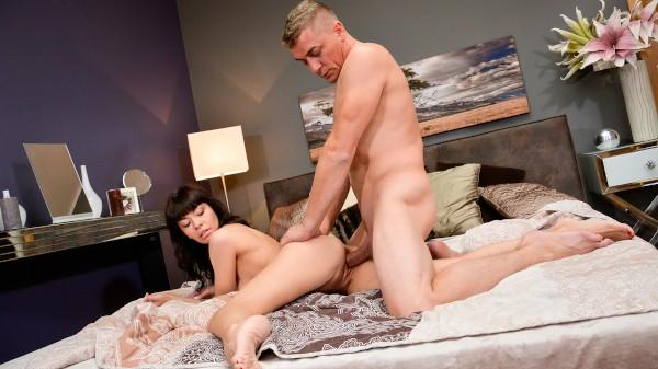 Intense orgasms for Ukrainian MILF at SexyHub.com