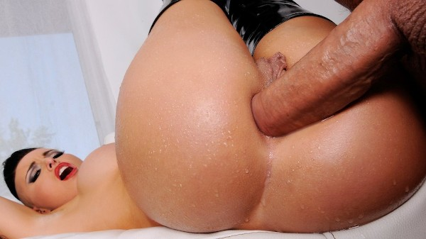 Wet and Wild Whooty - Brazzers Porn Scene