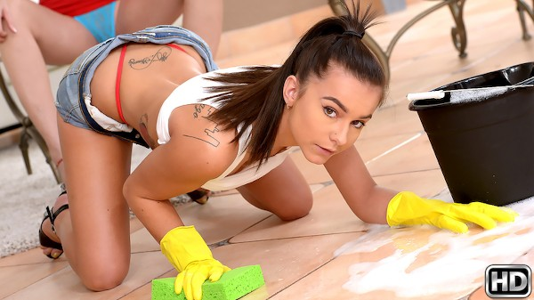 Primped And Primed with Kharlie Stone, Desi Dalton at momslickteens.com