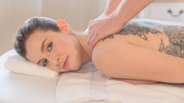 Erotic massage for Italian brunette at SexyHub.com