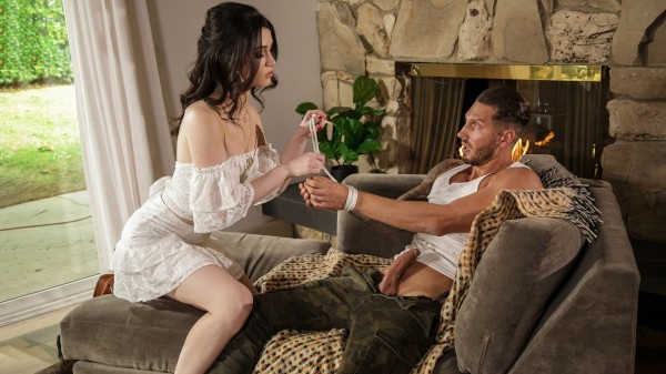 A Handful - Quinton James, Evelyn Claire - Babes