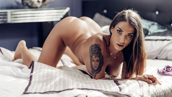 Thicc Latina caught masturbating at SexyHub.com