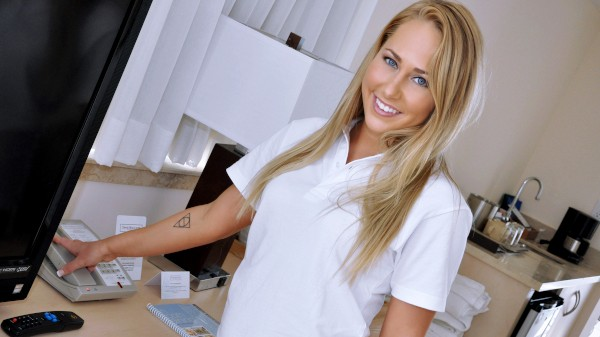 Watch Carter Cruise in On the Job Blow-Jay
