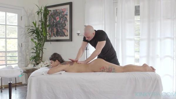 Sexy latin babe Gina Valentina gets fucked during her massage