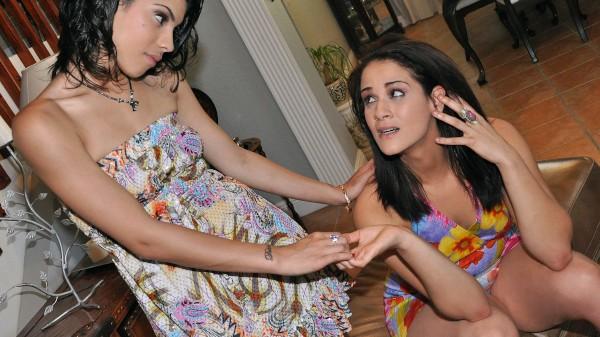 Watch Miss Raquel, Dynasty in Esta Chica Es Loco