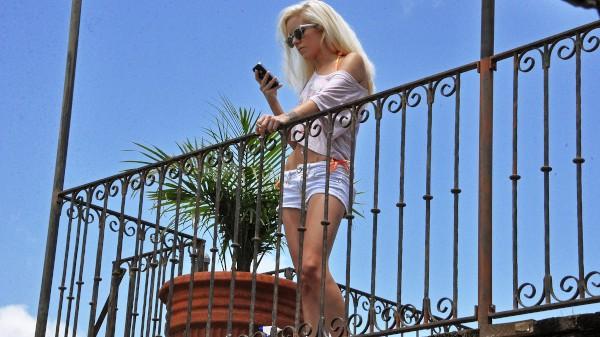 Watch Halle Von in Naughty Next Door Neighbor