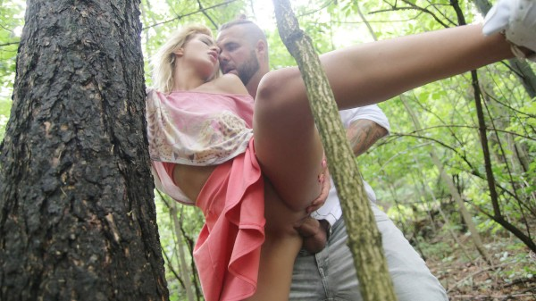 Secret outdoor fuck before home at SexyHub.com