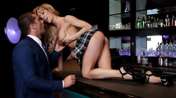 Dive Bar Anal - Ramon Nomar, Cherie Deville - Babes