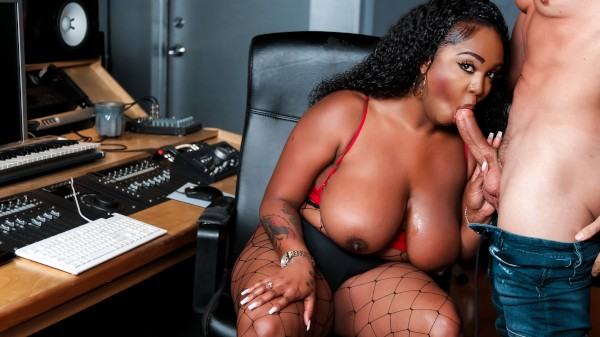 Studio Sweetheart with Ryan Driller, Layton Benton at roundandbrown.com